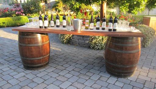 Barril de vinho na decora o mari e eder for How to make a wine barrel bar
